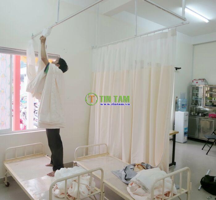 màn y tế vách ngăn bệnh viện