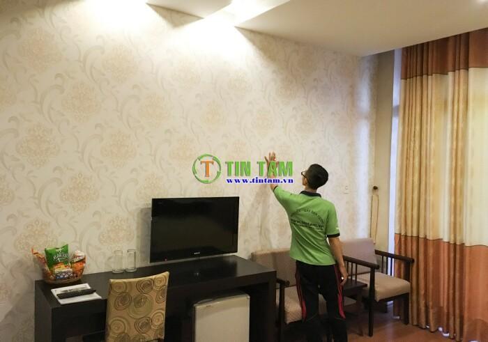 thi-cong-giay-dan-tuong-hotel